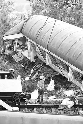 火车穿过隧道 卡通