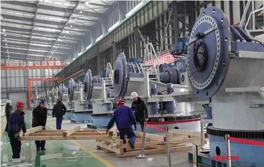 据了解,黑龙江北方工具有限公司风电整机公司于2011年建成投产,已形成年产整机500台、叶片1500片的生产能力。2013年,企业与大丰集团新能源有限公司签订了66台套1.5兆瓦风电机组销售合同。目前,工人们正在加紧安装调试风机设备,首批66台套风电机组按计划将于2月中旬下线、发货。