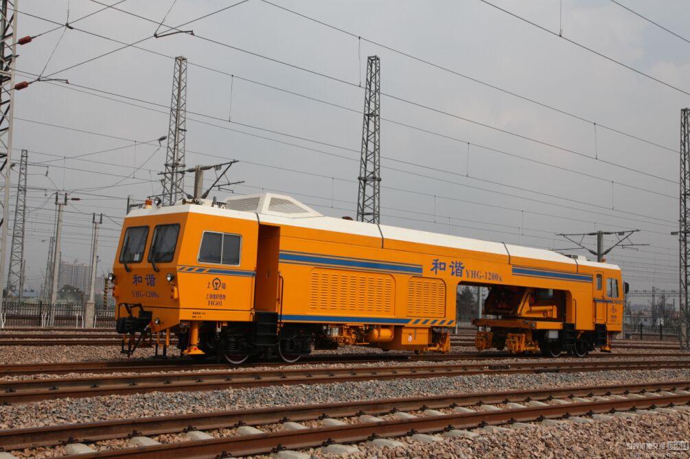 YHG-1200移动式焊轨车