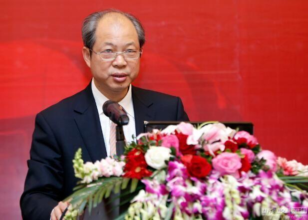 中国高速列车自主创新与国际化道路