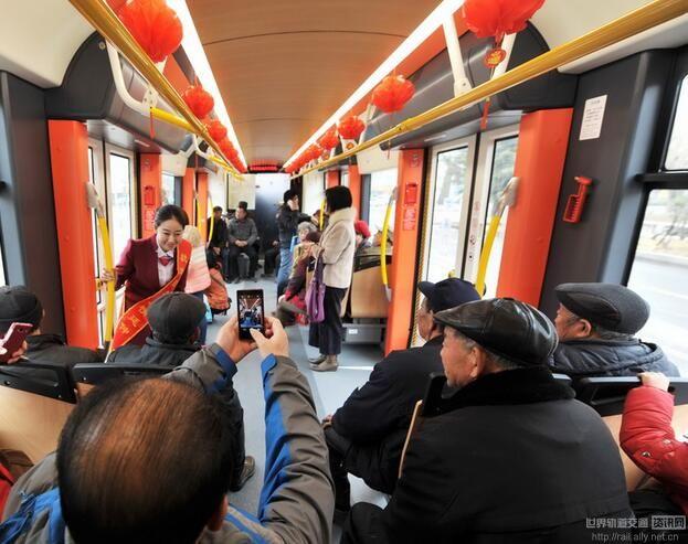 山东首条有轨电车青岛试运营