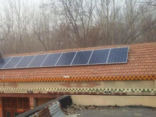 据了解,经过招标,东阿县组织部与山东星远光伏科技有限公司签订合同。一是因为光伏项目回报率在16%以上,回报率较高。二是因为收益时间较长,山东星远光伏科技有限公司建设的光伏电站维持在25年,去掉投入成本,还将获得2倍的回报。山东星远光伏科技有限公司的太阳能电池板,逆变器、支架等,都是国际一流品牌。公司做光伏的时间较长,实力很强,有信誉保证,综合评分非常高。