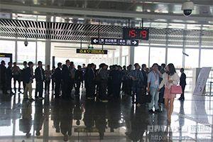 参会代表、嘉宾参观华南城西站