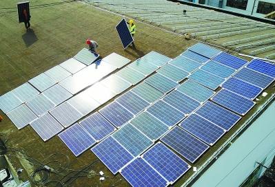 南京公交車站屋頂鋪設光伏發電板
