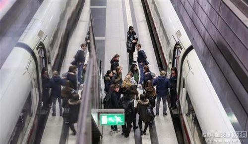 德国遭遇飓风袭击 全国铁路交通中断