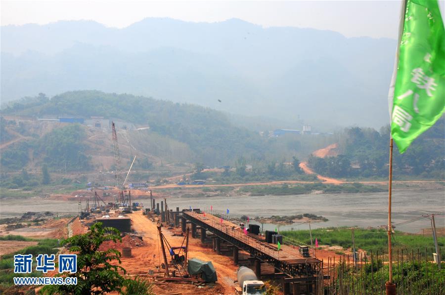 建设中的中老铁路跨湄公河铁路桥
