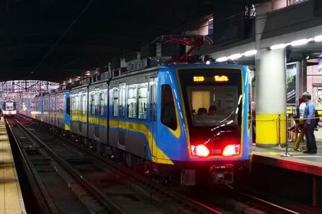 中车大连公司制造轻轨列车于菲律宾城铁三号线投用 15日开始试运行