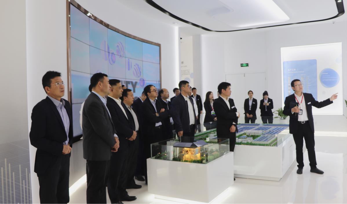 中广核新能源总经理李亦伦一行来访东方日升