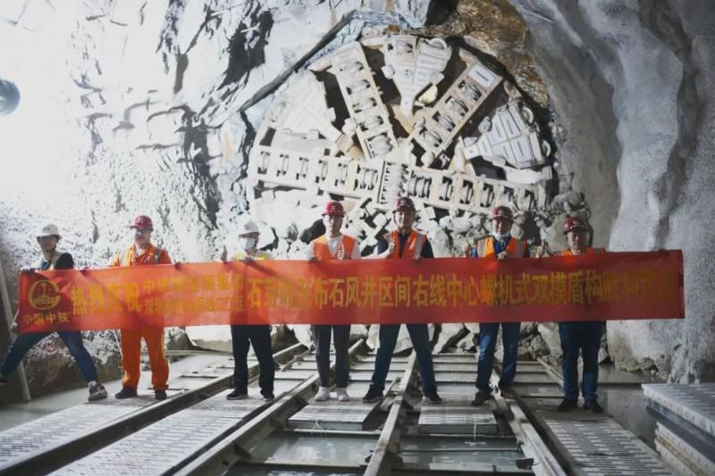 深圳地铁14号线石芽岭站至布石风井右线盾构区间顺利贯通