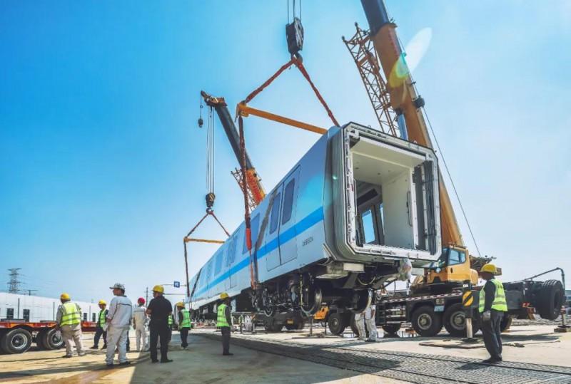 长沙地铁6号线首列车抵达长沙