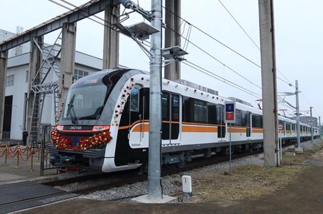 重庆轨道交通4号线二期首列车辆下线